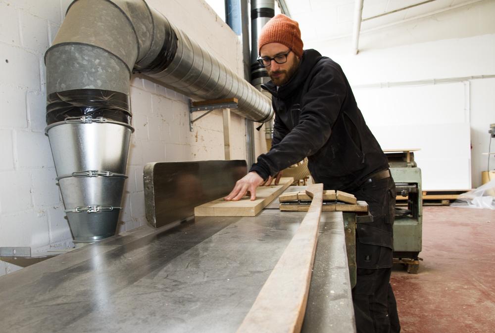 Uli Fahr ist studierter Designer. Sein Wunsch: Möbel selbst herzustellen. (Foto: Carmen Radeck)