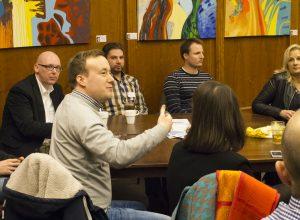 Im Anschluss an den Vortrag wurde über das Betriebssystem Premium Cola diskutiert. (Foto: Carmen Radeck)