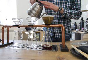 Neues Schwarz Kaffee von Hand gebrüht