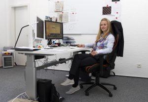 Nach ein paar Monaten Homeoffice arbeitet Nicole jetzt in ihren Geschäftsräumen in Bochum-Hordel. (Foto: Carmen Radeck)